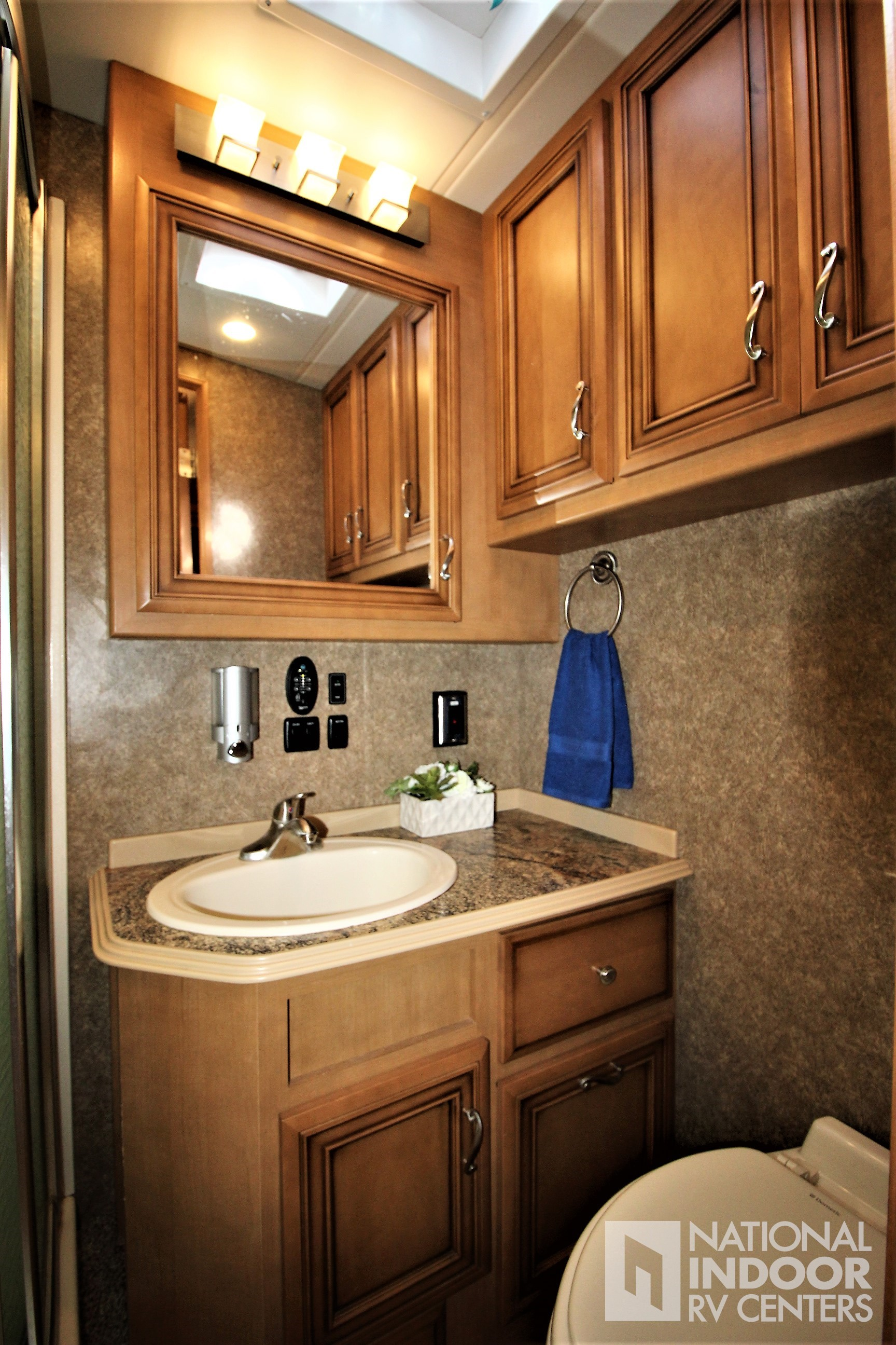 National Indoor Rv Centers Used 2015 Newmar Canyon Star